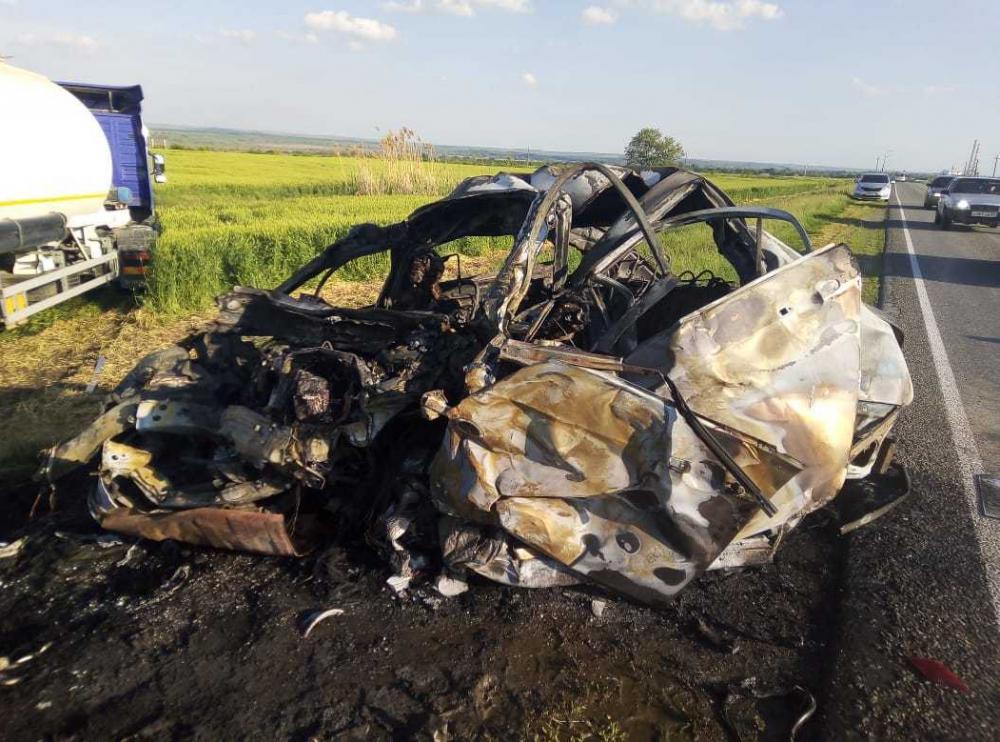 Двое ставропольчан погибли в ДТП с грузовиком
