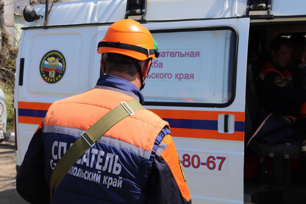 Ставропольские спасатели освободили ребенка, застрявшего между стеной и батареей