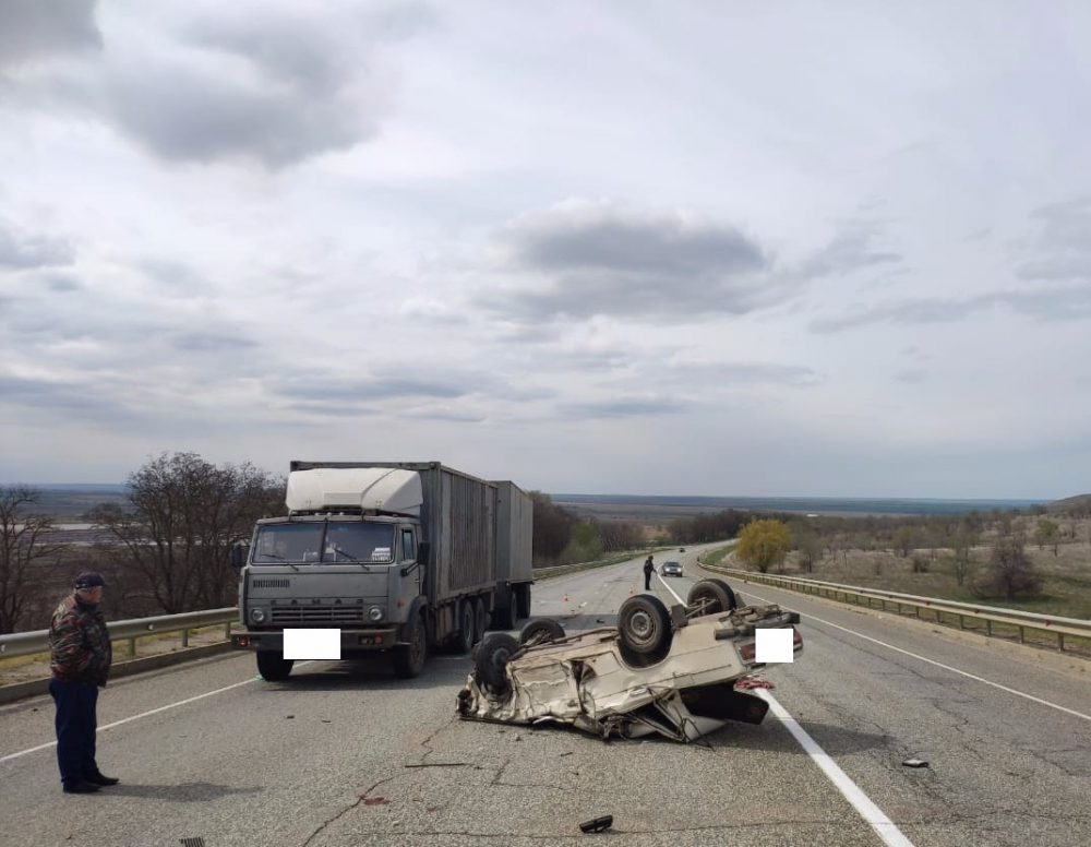 Двое пожилых ставропольчан сильно пострадали в результате столкновения «ВАЗа» с «КАМАЗом»