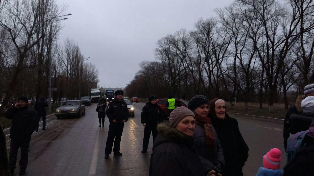 Жители МинВод перекрыли федеральную трассу «Кавказ»