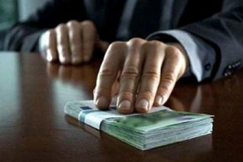 Передачу взятки предлагают признавать преступлением