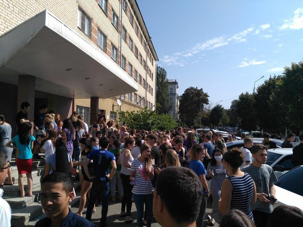 Студенческое общежитие в Ставрополе эвакуировали из-за угрозы теракта, - очевидцы
