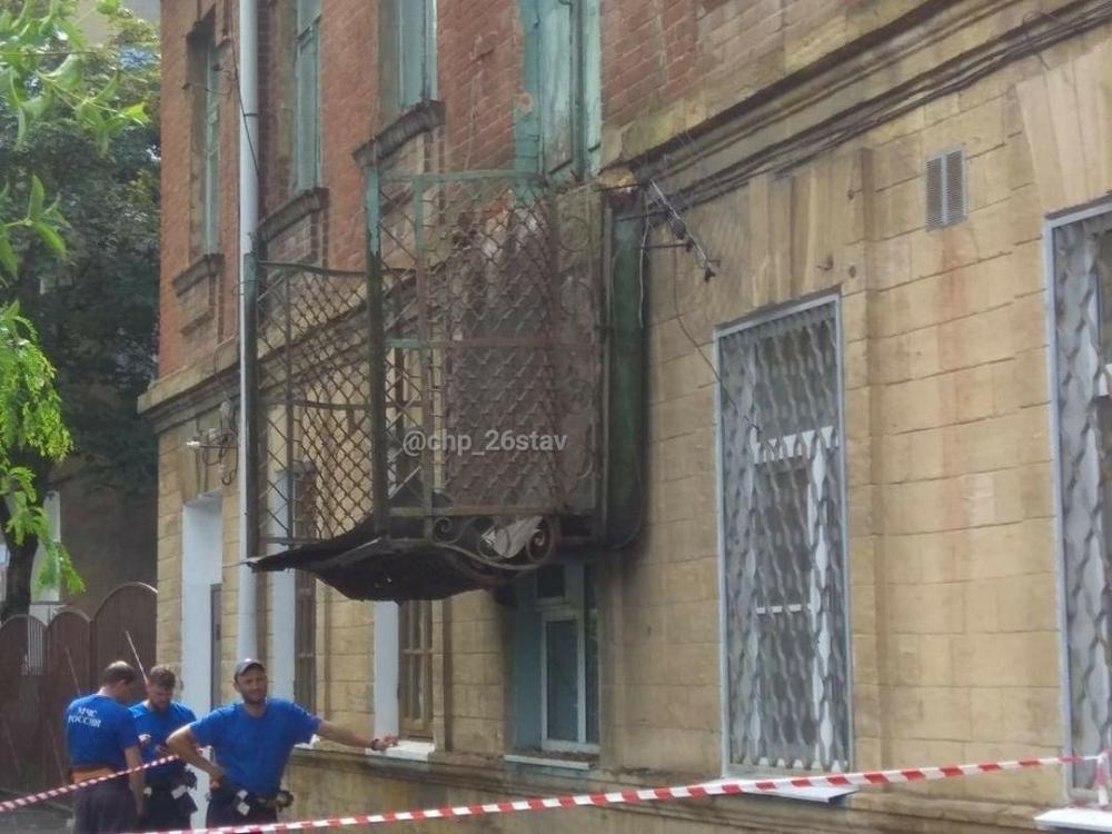После ливня в Ставрополе обрушился балкон исторического здания