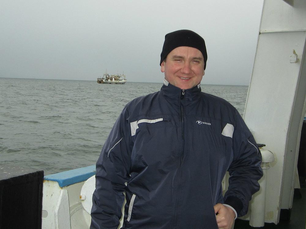 Выжившего при крушении траулера «Дальний Восток» ставропольца доставили в порт Корсаков