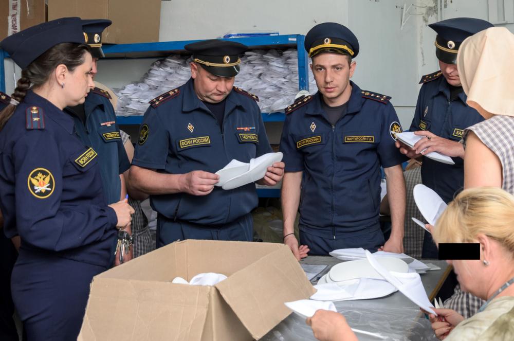 Осужденные шьют тапочки для гостиниц в ставропольской колонии