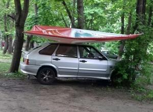 Оригинальные способы уберечь свои авто от града изобретают водители Ставрополя