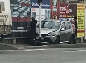 Курьезное ДТП с девушкой за рулем вызвало массу насмешек в Ставрополе