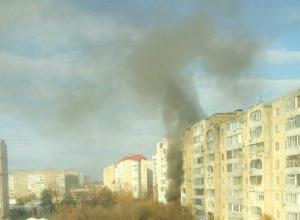 Пожар в многоэтажке на Юге Ставрополя испугал жителей соседних домов