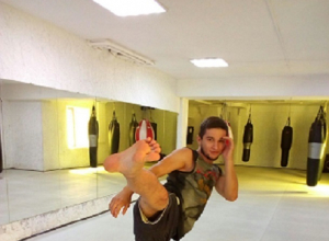 Сокрушительный удар бойца Сагата из игры Street Fighter показал тайбоксер из Ставрополя