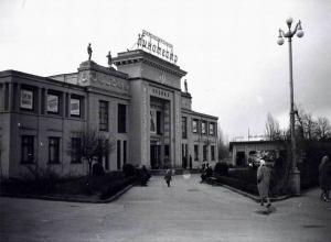 Прежде и теперь: От кинотеатра к светомузыкальному фонтану в Ставрополе