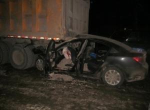 В сильном столкновении грузовика с «легковушкой» пострадали двое детей на трассе «Ростов-Ставрополь»