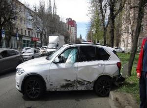 Два дорогостоящих «БМВ» столкнулись на дороге в центре Ставрополя