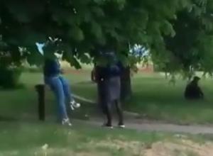 На девушек «легкого поведения» на остановке пожаловалась жительница Ставрополя