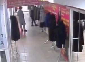 Курьезная кража норковой шубы попала на видео в Пятигорске