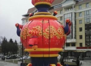 Гигантский самовар появился на центральной площади Ставрополя