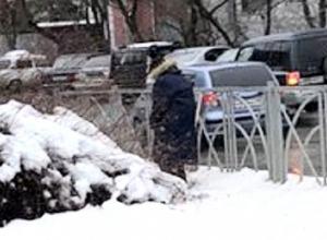 Мужчина-попрошайка справлял нужду в самом центре Ставрополя