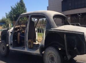 Советский ретромобиль без окон и дверей разъезжает по улицам Ставрополя