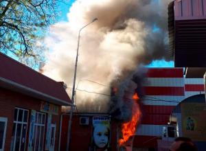 Магазин детских товаров загорелся на городском рынке в Изобильном