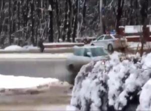 Погоня сотрудников ДПС за мужчиной в инвалидной коляске попала на видео