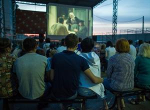 Кинопоказ под открытым небом в «Гармонии» пришелся людям по душе
