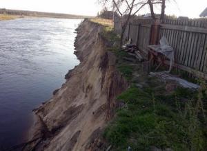 Из-за бюрократов дома жителей хутора проваливаются с обрыва в реку на Ставрополье
