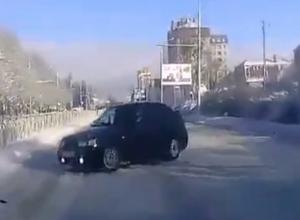 Неумелый водитель едва не устроил массовое ДТП на улице Лермонтова в Ставрополе
