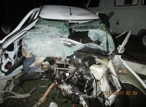 Водитель «Приоры» врезался в столб и пролетел восемь метров, пока не угодил в забор на Ставрополье