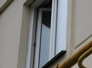Мужчина выпал из окна в Кисловодске, - ПАСС