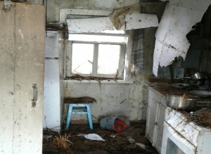 Заснувших с зажженными конфорками пенсионерку с сыном вытащил из горящего дома сосед на Ставрополье