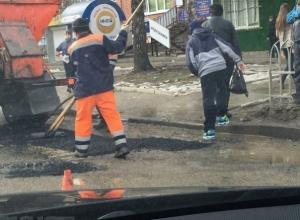 Администрация Ставрополя утверждает, что стелить асфальт в лужи - это инновация