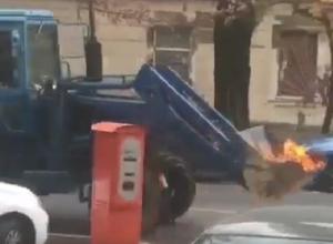 «Призрачный» трактор с пылающим ковшом сняли на видео в центре Ставрополя