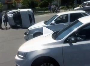 Авария с переворотом произошла на перекрёстке в Ставрополе
