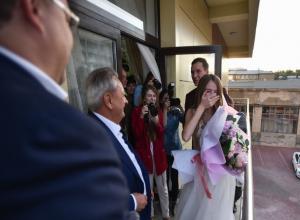 Любви без советов в студенческом общежитии пожелал молодоженам ставропольский губернатор Владимиров