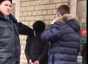 «У нас девушка умирает, «скорая» едет час»: на работницу аптеки напали с ножом в Ставрополе