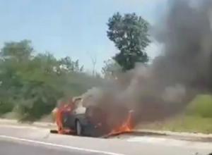 ВАЗ-21099 сгорел дотла на трассе Ставрополь - Невинномысск