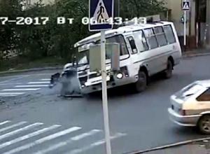 После ДТП с проехавшим на красный свет депутатом краевой думы водитель ставропольского автобуса попросил защиты у Жириновского