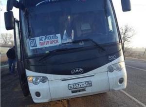 Рейсовый автобус «Астрахань-Пятигорск» ехал перекошенным и едва не завлился на бок