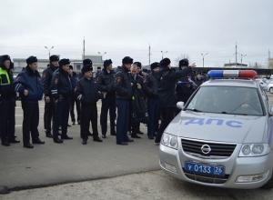 Представители госавтоинспекции показали, как умеют стрелять на Ставрополье