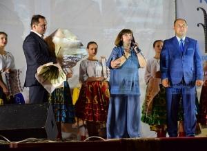 Наталья Варлей вместе с жителями Георгиевска спела «Песню про медведей»