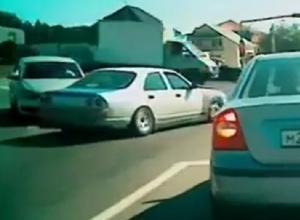 Автохам неудачно «дрифтанул» и едва не устроил ДТП в Пятигорске