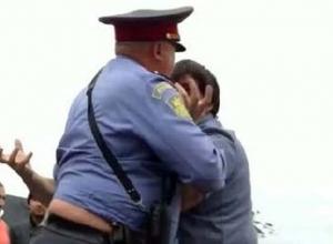 За удар двух полицейских локтем и ногой житель Ставрополья заплатит 150 тысяч рублей
