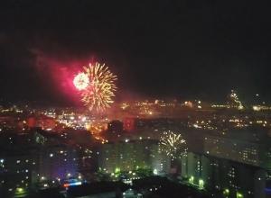 «Полыхающий» салютом Ставрополь в новогоднюю ночь попал на красочное видео