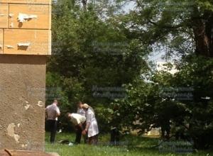 Человек упал с крыши многоэтажки в Ставрополе