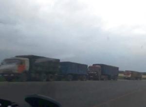 Очередь в несколько километров из груженых зерном КамАЗов выстроилась на Ставрополье