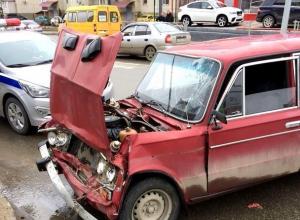 Четыре пассажира маршрутки доставлены в больницу после ДТП с «шестеркой» в Ставрополе