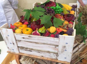 Главе Ставрополья Владимирову отказались продать торт в виде ящика с фруктами за 12 тысяч рублей