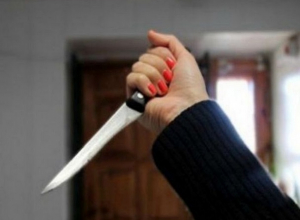 Неуравновешенная мать вонзила нож в спину своей дочери на Ставрополье