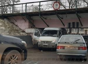 Навигатор завел «Газель» под знаменитый мост-ловушку в Пятигорске
