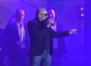 «Хор Турецкого» со сцены поблагодарил Ставрополь за «изменения и глянцевый блеск»