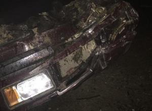Пьяный водитель на «семерке» снес дорожный знак и перевернулся по пути из Ставрополя в аэропорт